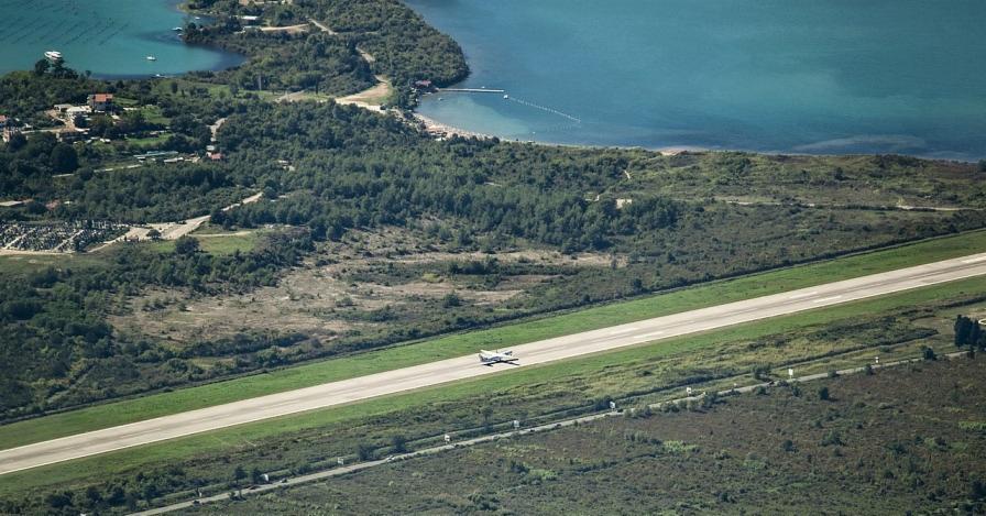 airplane-runway