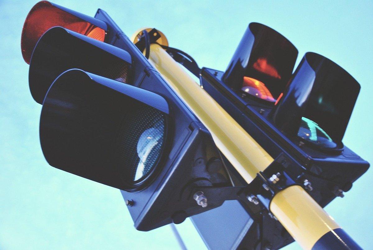 traffic-light-1360645_1280
